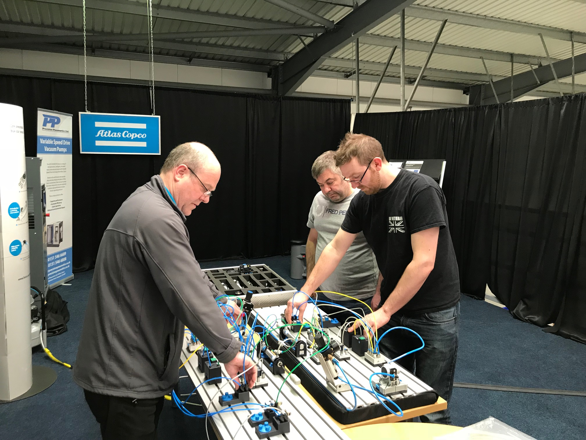 Practical activities on the Fundamentals in Pneumatics course